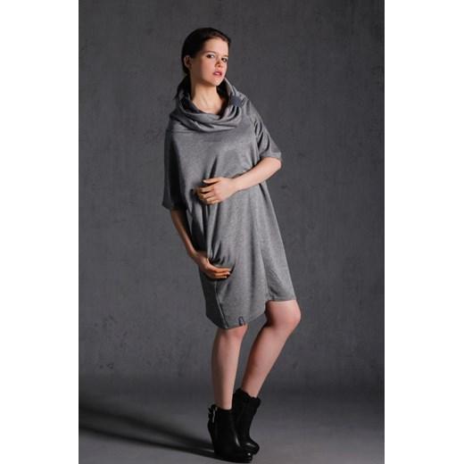 a154705a06 Nubee - Sukienka Komin prosty showroom-pl szary kaptur w Domodi