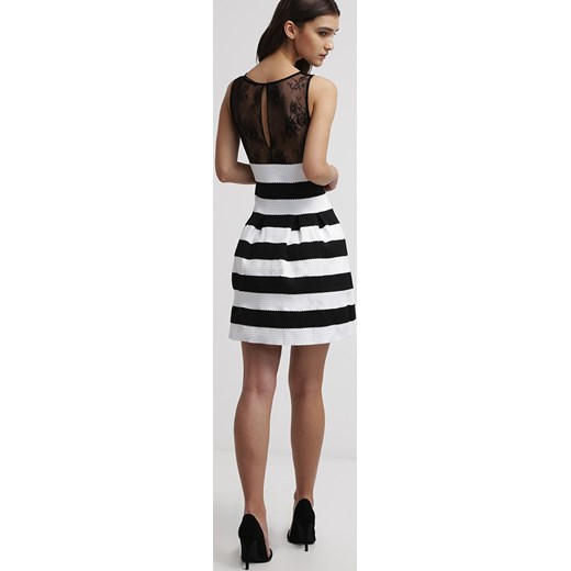 8639fc540f ... Guess MANOLA Sukienka koktajlowa black white striped zalando mat ...