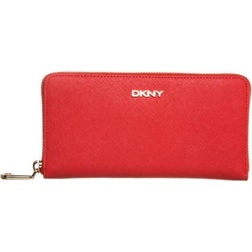 8341d25e0fb78 DKNY BRYANT PARK Portfel coral zalando czerwony abstrakcyjne wzory w ...