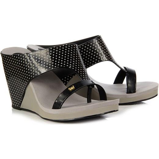 8cb7b61059a63 ... ZAXY Glamour Top Fem 81607-90147 czarne klapki damskie gumowe platformy  na koturnie butyraj- ...