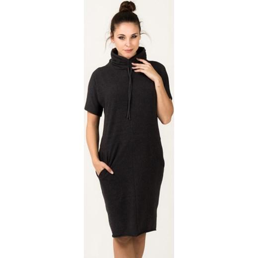 8536f8be0f Sukienka dresowa z golfem Irmina jestes-modna szary dzianina w Domodi