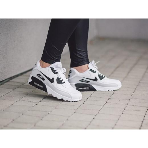 low priced efebf 3658f ... Buty damskie sneakersy Nike Air Max 90 Leather (GS) 833412 104 czarny Nike  40 ...
