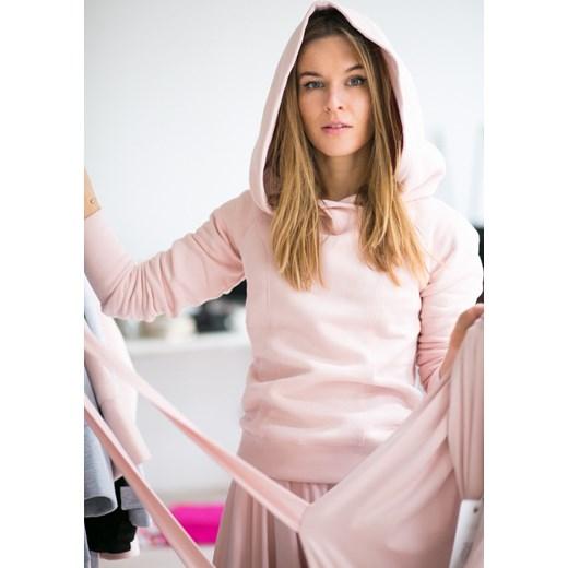 c6f09a8264df0d Bluza z kapturem CALL ME PRINCESS powder pink Risk Made In Warsaw bezowy  showroom.pl w Domodi