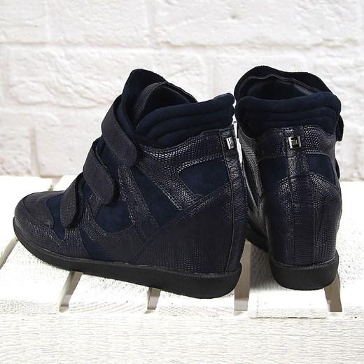 912a34deb314 ... Granatowe sneakersy damskie na koturnie wężowe Monnari Monnari 39  wyprzedaż ButyRaj.pl ...