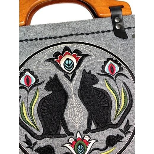 5aa60143ef5bd ... GOSHICO - szara torebka filcowa z wzorem ludowym - folk folkstar-pl  szary etno ...