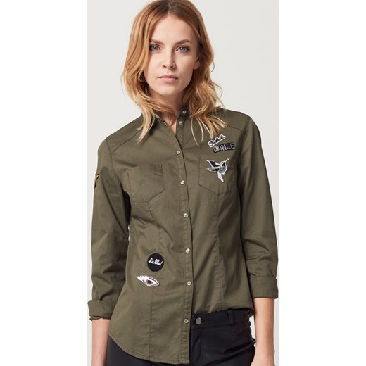 ac2ce4bf2db8 Mohito - Militarna bawełniana koszula z naszywkami - Zielony Mohito szary  38 ...
