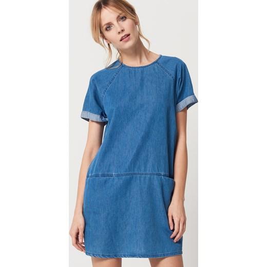 a38a6147c6 Mohito - Denimowa sukienka z kieszeniami - Niebieski Mohito 38 ...