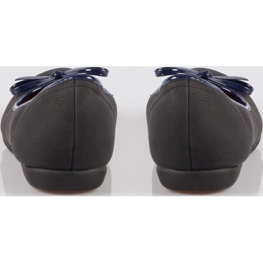 b0c060252b65a ... Czarne baleriny faux leather z kokardką na niskim koturnie Papilion 40  Papilion.pl