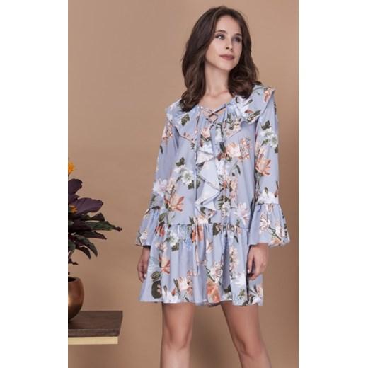 cd9108de00 Sukienka w kwiaty z żabotem i wiązaniem niebieski Milena Płatek XS  showroom.pl