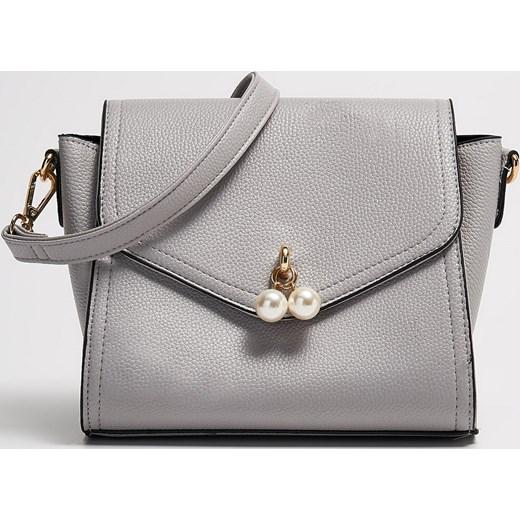 a8259e570c0b0 Sinsay - Mała torebka ze sztucznymi perłami - Szary szary Sinsay One Size  ...