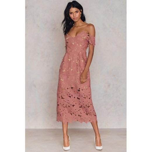 c9500b95cd Koronkowa sukienka z wycięciami na ramionach Na-kd Boho rozowy w Domodi
