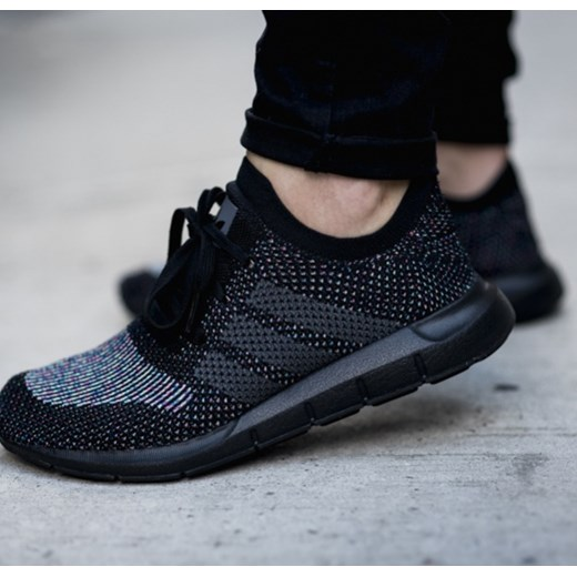 44a030e9 Buty męskie sneakersy adidas Originals Swift Run Primeknit CG4127  sneakerstudio.pl w Domodi