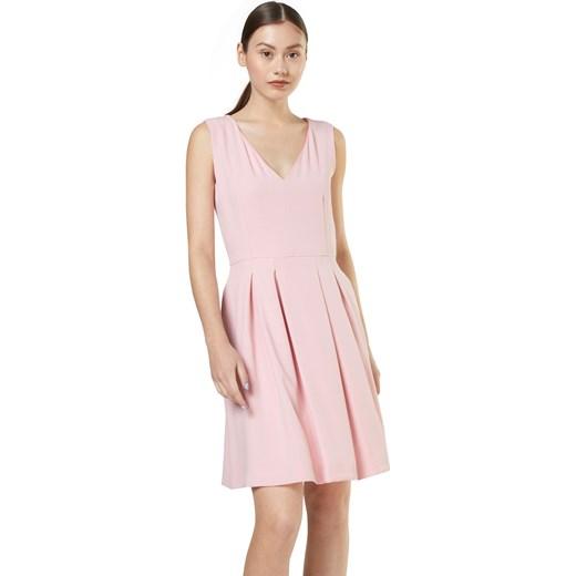 c3d69e9104 Sukienka Cinque z dekoltem v na sylwestra · Sukienka Cinque gładka mini na  sylwestra · Sukienka Cinque na sylwestra bez rękawów gładka różowa ...