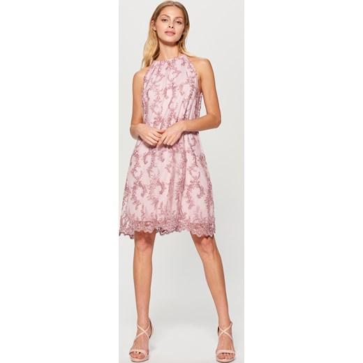 cfc190a7fc ... Mohito - Tiulowa sukienka zdobiona kwiatowym haftem - Różowy Mohito 38