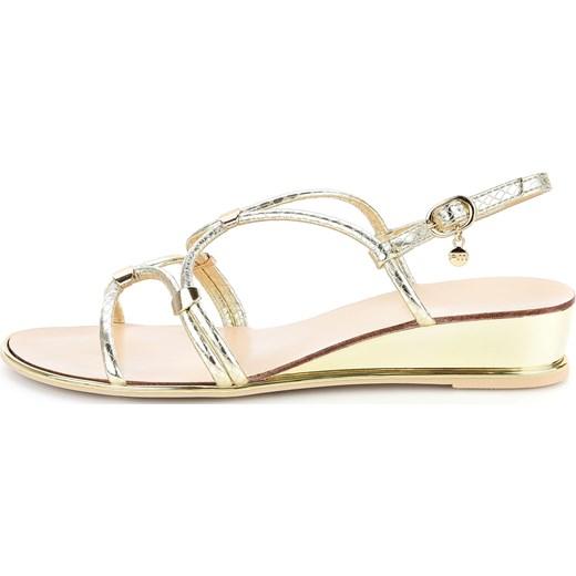 8129c0384dc4d Platynowe sandały na koturnie z modnymi paseczkami LARDERIA Primamoda