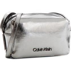 c884f842ae707 Srebrne torby i plecaki calvin klein w wyprzedaży w Domodi