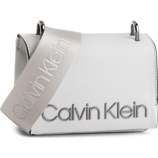 e8203613dc713 Torebka CALVIN KLEIN BLACK LABEL - Ck Candy Small Cross K60K604304 002  szary Calvin Klein Black