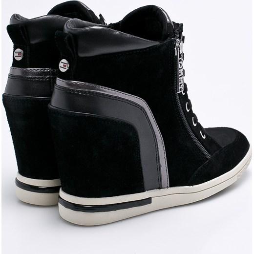 a945d69fca573 ... Sneakersy damskie czarne Tommy Hilfiger wiosenne młodzieżowe skórzane  wiązane na koturnie ...
