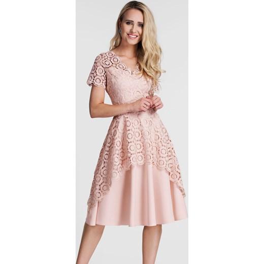 5fe9e59708 Sukienka TRINI Midi Gipiura (Pastelowy Róż) Livia Clue w Domodi