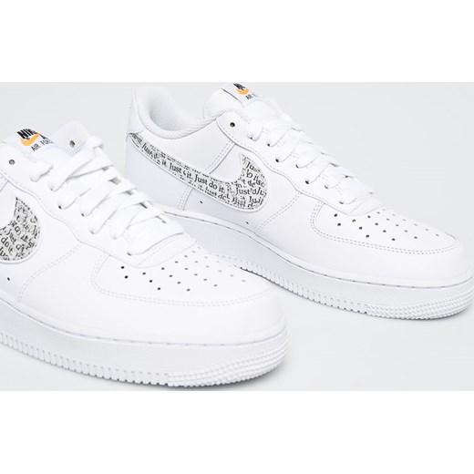 efb0135ac0921 Buty sportowe męskie białe Nike Sportswear air force na wiosnę w Domodi