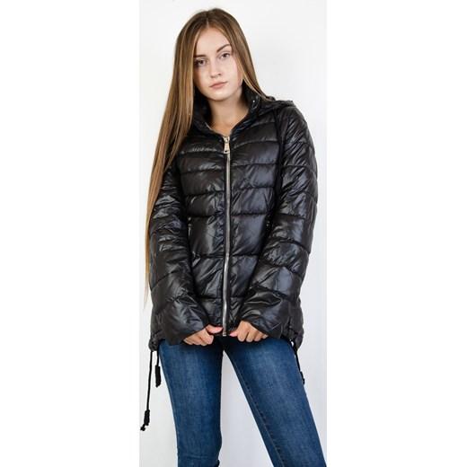16356d894303e ... Czarna pikowana kurtka z asymetrycznymi bokami Olika M olika.com.pl