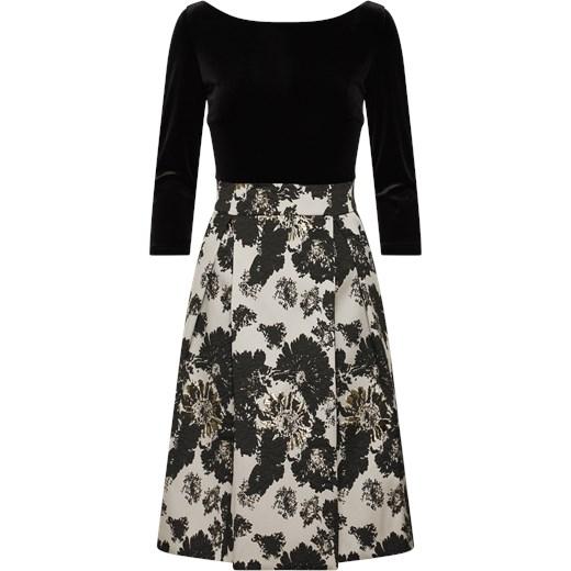 6d77e626ee Czarna sukienka Swing na sylwestra w kwiaty w Domodi