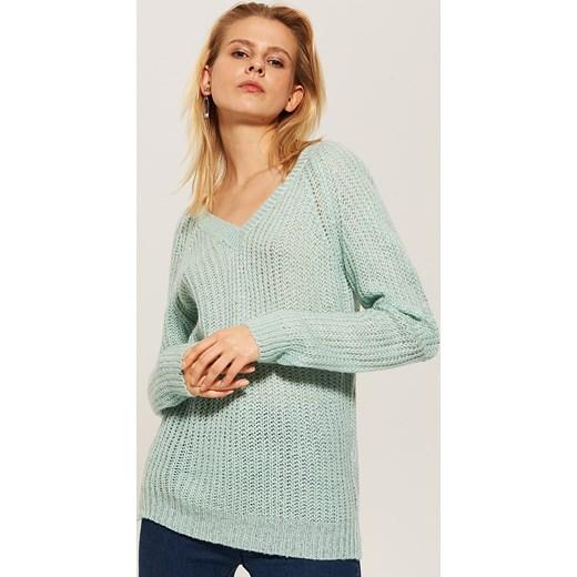 8eb68f11c831f7 Sweter z dekoltem w serek. Sweter damski House gładki ...