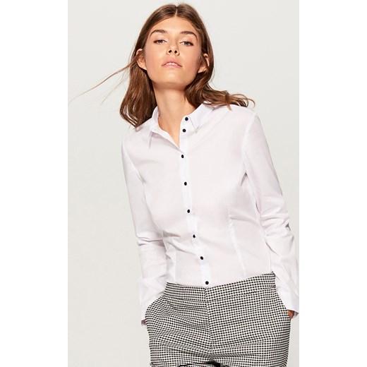 4d493ccf8a Biała koszula damska Mohito wiosenna z długim rękawem w Domodi