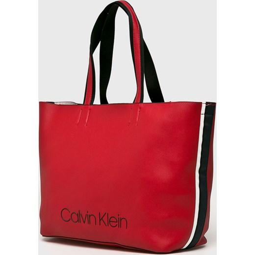e880ccaea533c ... Shopper bag Calvin Klein ze skóry ekologicznej na ramię casualowa bez  dodatków ...
