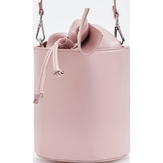 0b29e80f2303a Torebka Reserved w stylu młodzieżowym różowa średnia na ramię matowa ...