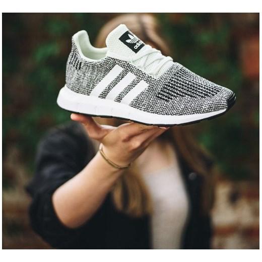Buty damskie sneakersy adidas Originals Swift Run J AC8443 bezowy sneakerstudio.pl