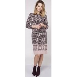 2cfafddb2d Sukienka Mkm Swetry brązowa w abstrakcyjne wzory z długim rękawem z  okrągłym dekoltem z dzianiny midi