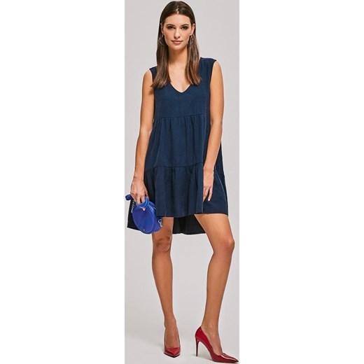 639f1da61f Sukienka bez rękawów elegancka oversize z dekoltem v mini w Domodi