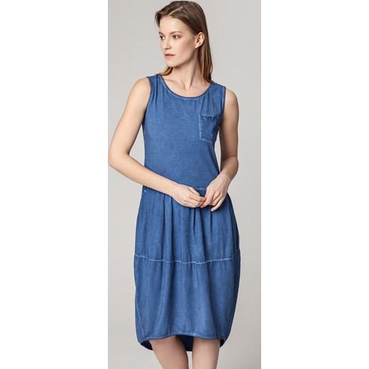 5bbd937b9a Niebieska sukienka Solar na wiosnę na co dzień z okrągłym dekoltem w ...