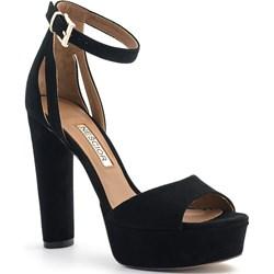 4c7e1a8af16b7 Neścior sandały damskie czarne eleganckie na platformie z klamrą bez wzorów  zamszowe