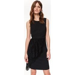 f6454f4772 Sukienka Top Secret na studniówkę elegancka czarna z baskinką z okrągłym  dekoltem