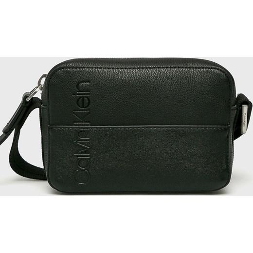 4b53d0db8a180 Kopertówka Calvin Klein czarna bez dodatków elegancka ze skóry ...