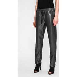 8fba54ee07d4c Czarne spodnie damskie Guess Jeans