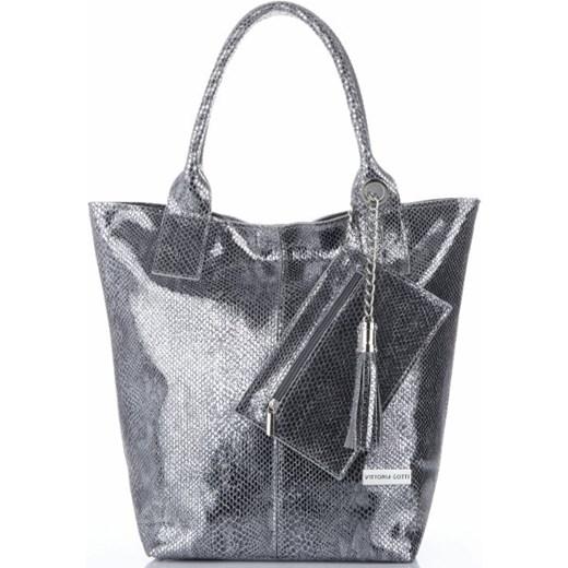 d21f8485a5f7e Shopper bag Vittoria Gotti skórzana lakierowana z frędzlami w Domodi