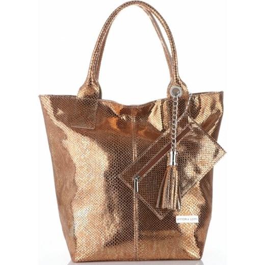 3b6b920fc5b42f Shopper bag Vittoria Gotti ze skóry do ręki lakierowana z frędzlami ...