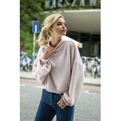 7aa4f0f9 Beżowy sweter damski Fobya z golfem gładki