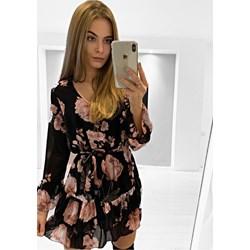 b95b53fee3 Przegląd wiosennych sukienek do 100 zł - Trendy w modzie w Domodi