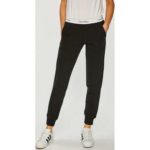 e5fa4b6298b92 Spodnie damskie czarne Calvin Klein w Domodi