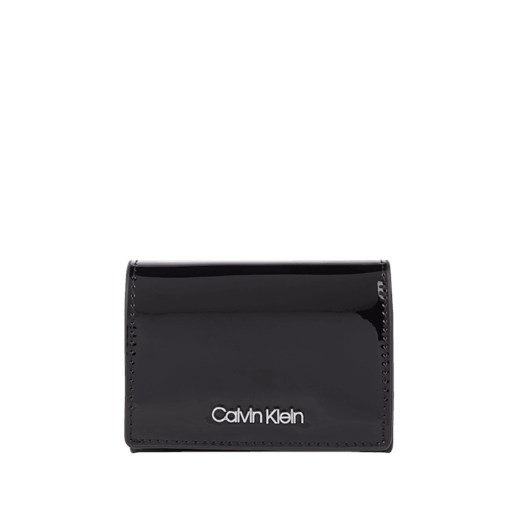 9663756f17cad Portfel damski Calvin Klein w stylu glamour czarny z aplikacją w Domodi