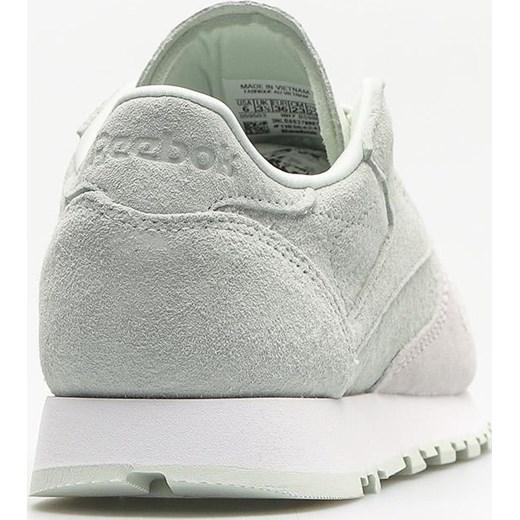 12e31d99864e6 ... Buty sportowe damskie Reebok sneakersy szare z zamszu na płaskiej  podeszwie sznurowane eleganckie bez wzorów ...