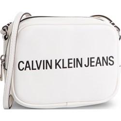 a7e2eb94a327e Listonoszka Calvin Klein biała na ramię bez dodatków ...
