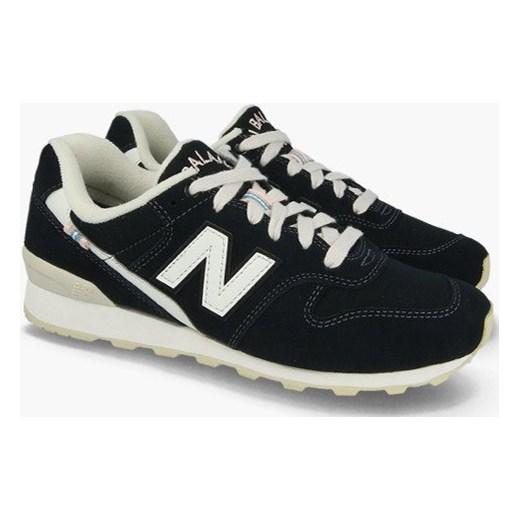 3e02307d3c3eda ... Buty sportowe damskie granatowe New Balance do biegania bez wzorów  sznurowane ...
