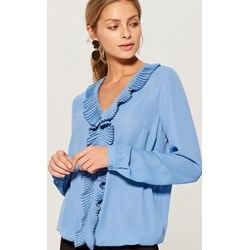 4bb873c0d656 Niebieska bluzka damska Mohito z żabotem