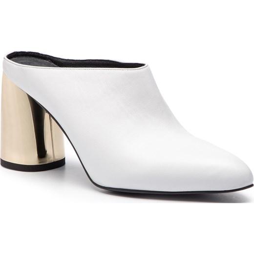 be6d84d25132d Klapki damskie Simple białe eleganckie na obcasie bez zapięcia w Domodi