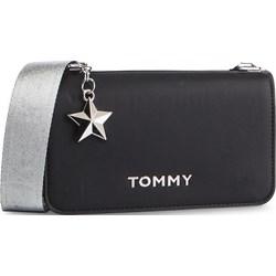 f4a6028926306 Listonoszka Tommy Hilfiger czarna bez dodatków średnia